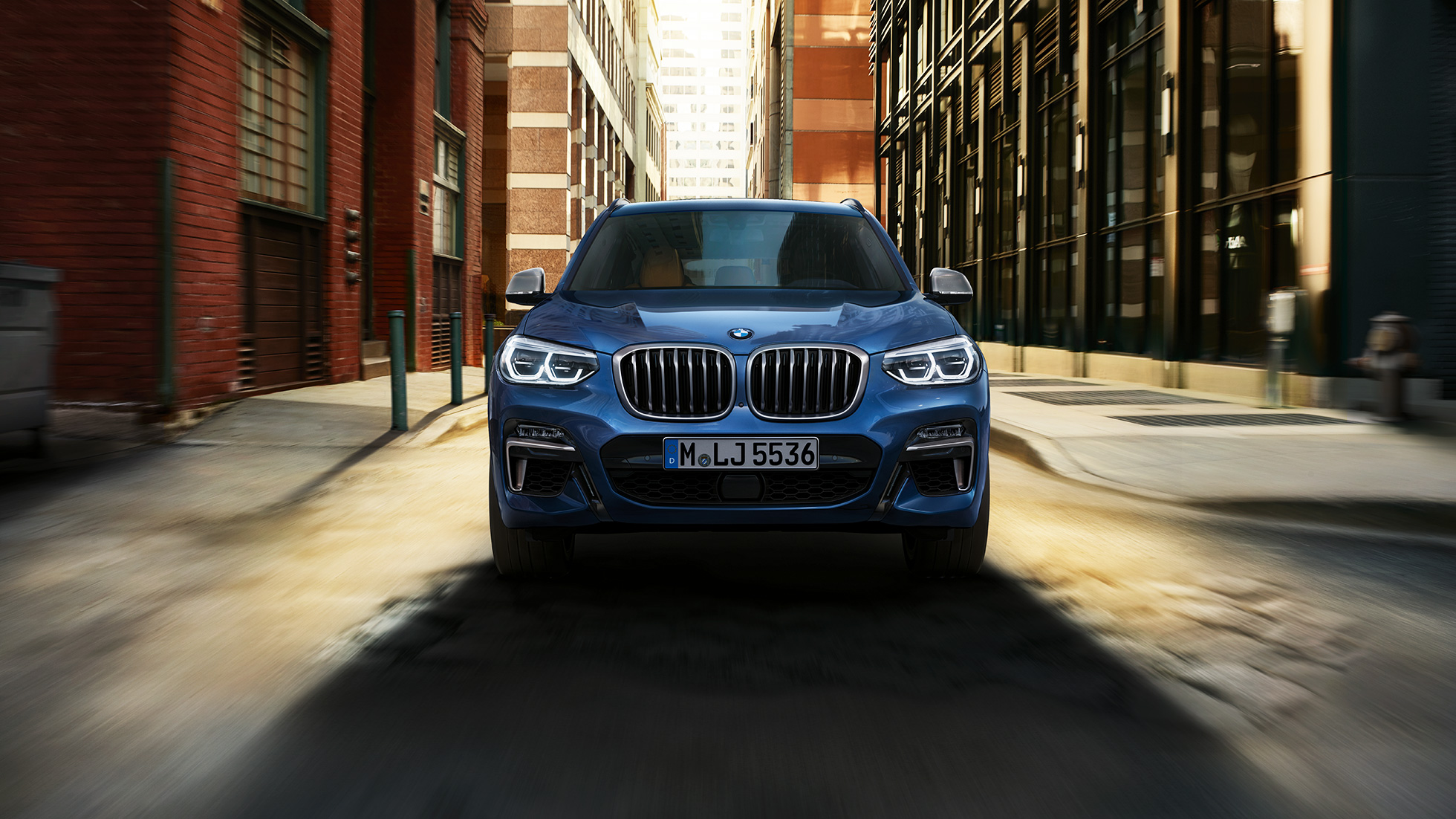 BMW X3 M40i, front shot in front of city scenery